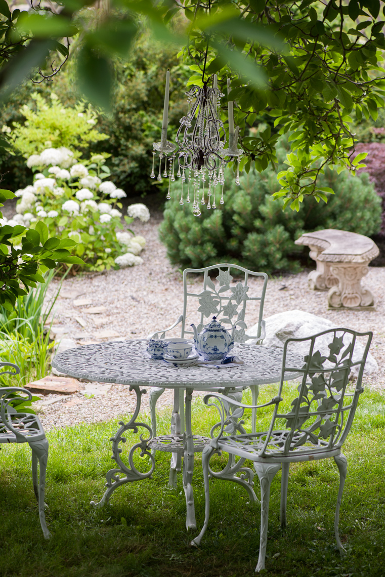 stonehouse farm garden table